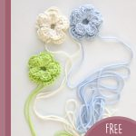 Gift Wrap Crochet Blooms. Blooms crafted in pastel blue, green and off white || thecrochetspace.com