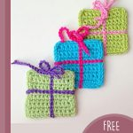 Gift Wrap Crochet Boxes. A diagonal row of 3 gift boxes in different colors || thecrochetspace.com