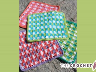 Great Gingham Crochet Dishcloth || thecrochetspace.com