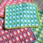 Great Gingham Crochet Dishcloth. Various dishcloths in a variety of colors || thecrochetspace.com