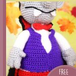 Halloween Amigurumi Vampire Doll. Image of mid section of doll. Just below his mouth where there are two fangs and his purple waistcoat || trhecrochetspace.com
