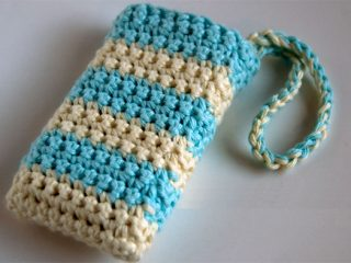 Hands-Free Phone Crochet || thecrochetspace.com