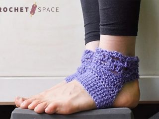 Harmony Crocheted Yoga Socks || thecrochetspace.com