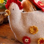 Henny Penny Crochet Bread Basket. Chicken bread basket ready for Thanksgiving || thecrochetspace.com