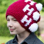 Holiday Ho Crochet Beanie. Young Teen wearing beanie || thecrochetspace.com