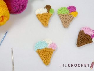 Ice Cream Crochet Accent. Four different colored ice cream cones and ices. Three colors in each cone || thecrochetspace.com