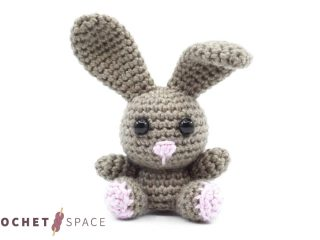 Irresistibly Cute Crocheted Bunny || thecrochetspace.com