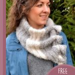 Keyhole Waterfall Crochet Scarf. Wrap pulled through keyholes to create scarf/cowl || thecrochetspace.com