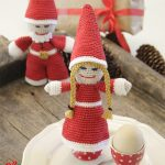 Kringles Crocheted Christmas Ornaments. Mini santa and Mrs Claus in red and white || thecrochetspace.com