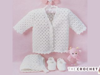 Lacy Baby Crochet Set || thecrochetspace.com