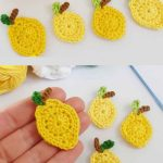 Lemon Squeezy Crochet Accent. Two separate images of four lemons || thecrochetspace.com
