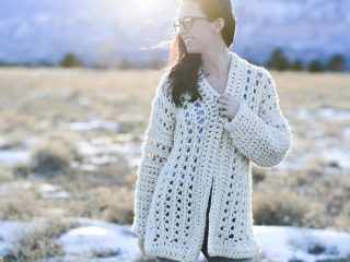 Light Oversized Crochet Cardigan || thecrochetspace.com