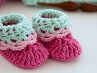 Loopy Loo Crochet Booties || thecrochetspace.com