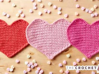 Loving Hearts Crochet Dishcloth || thecrochetspace.com