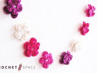 May Day Crochet Flowers || thecrochetspace.com