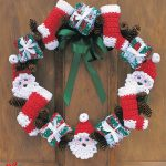 Merry Christmas Crocheted Wreath. Wreat crafted in Reds, greens and white accents. Filled with stockings, santa's, presents and bows || thecrochetspace.com