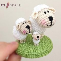 Micro Crochet Shirley Sheep || thecrochetspace.com