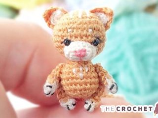Micro Kitty Cats Amigurumi || thecrochetspace.com