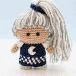 Mini Crochet Ninja Doll. Crafted with greay and white hair in a high top pony tail || thecrochetspace.com