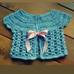 Misty Maine Crochet Cardigan. Blue, short sleeve cardigan with pink ribbon fastening || thecrochetspace.com