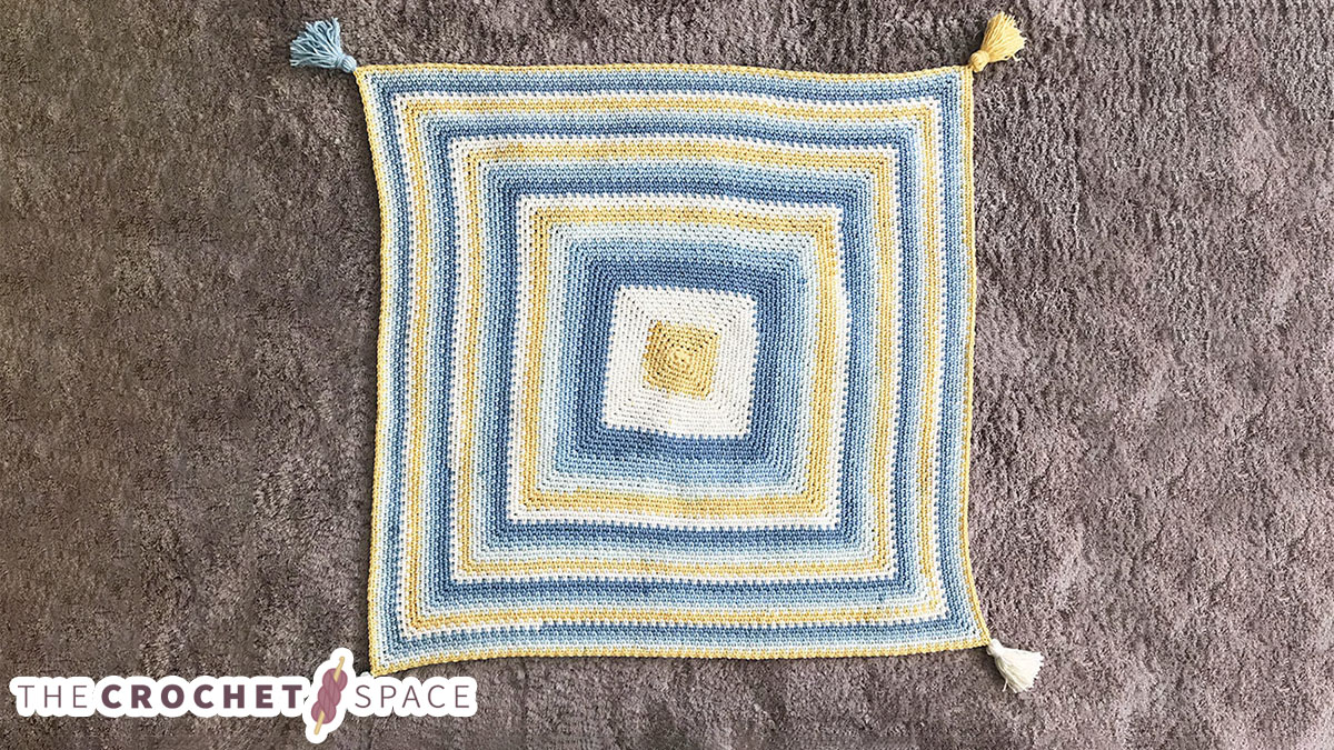 Mossy Square Crochet Blanket || thecrochetspace.com