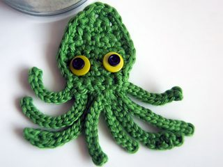 Octopus Squid Crochet Applique || thecrochetspace.com