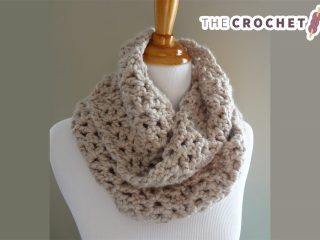 Pavement Crocheted Infinity Scarf || thecrochetspace.com