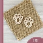Paw Print Crochet Accent. 1x pair cream earrings on a square raffia background || thecrochetspace.com