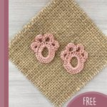 Paw Print Crochet Accent. 1x pair of pink earrings, laid of a square raffia background || thecrochetspace.com