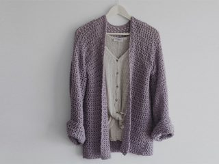 Perfect Spring Crochet Sweater || thecrochetspace.com
