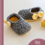 Pippa Jay Crochet Booties. Grey with lemon accents inc. lemon bow at side || thecrochetspace.com