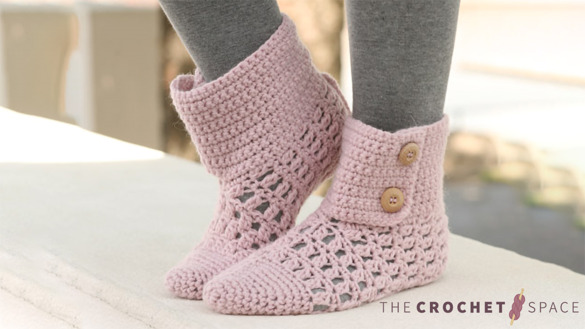Pixie Dreams Crocheted Slippers || thecrochetspace.com