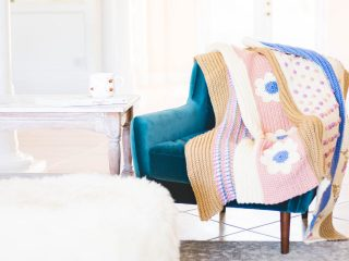Pretty Crochet Bloom Afghan || thecrochetspace.com