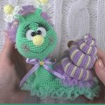 Pretty Crochet Sally Snail. Sally With her lavender head lace || thecrochetspace.com