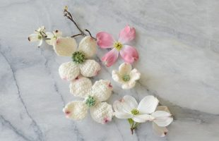 Pretty Dogwood Crochet Flowers || thecrochetspace.com