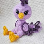 Pretty Spring Crochet Chick . In sitting psition || thecrochetspace.com