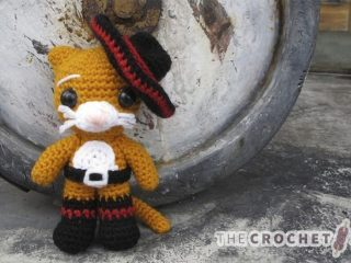 Puss In Crochet Boots || thecrochetspace.com