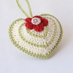 Quick Valentine Crocheted Heart. Green and Cream single Filled Heart with Red Flower Accent || thecrochetspace.com