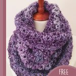 Quickly Textured Crochet Cowl. Cowl on manaquin dummy, crafted in shades of purple || thecrochetspace.com