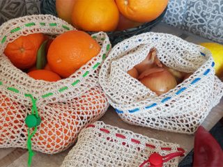 Reusable Crochet Produce Bag || thecrochetspace.com