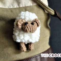 Sally Sheep Crochet Brooch || thecrochetspace.com