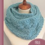 Sea Shells Crochet Cowl, Wrapped up infinity scarf to cowl || thecrochetspace.com