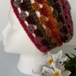 Seamless Crochet Fall Beanie. Hat on plastic head model, side view || thecrochetspace.com