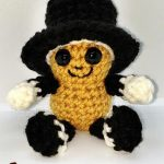 Seasonal Amigurumi Peanut Bestie. Black top hat || thecrochetspace.com
