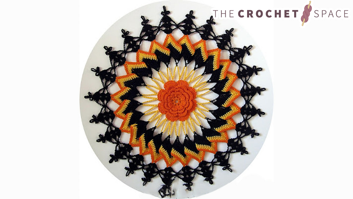 Seasonal Halloween Crochet Doily || thecrochetspace.com