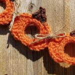 Seasonal Pumpkin Crochet Garland. Close up of three pumpkin motifs || thecrochetspace.com