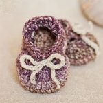 Seriously Cute Crochet Slippers. Crafted in variegated plum and cream colors. Bow at front, tighten to fit || thecrochetspace.com