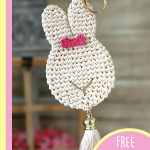 Simple Crochet Bunny Accent. One bunny accent with close up of beige buuny with pink bow || thecrochetspace.com