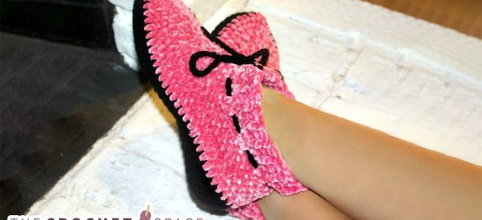 So Soft Crochet Slippers || thecrochetspace.com