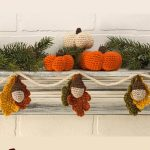 Special Autumn Crocheted Accents. Acorns with leaves and pumpkins || thecrochetspace.com